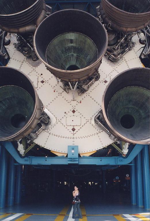 Bajo el Saturno V del KSC, Florida