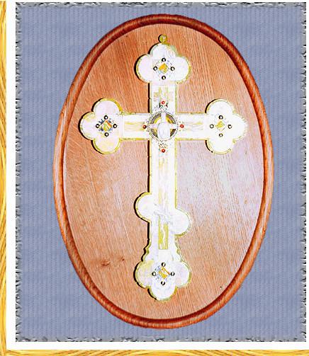 Крест настенный из янтаря с гранатами, на дубовой панели.1996