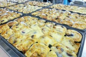 ポテトソースとチーズをかけ、オーブンで焼いて出来上がり!おおー、おいしそう!!