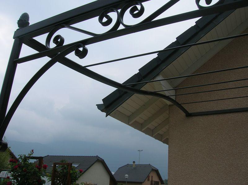 Protégez vos espaces extérieurs avec les pergolas en fer forgé