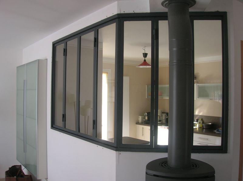 Verrière d'intérieur style atelier pour une séparation cuisine, salle à manger.