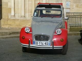 une Dolly rouge et grise 1980 à louer