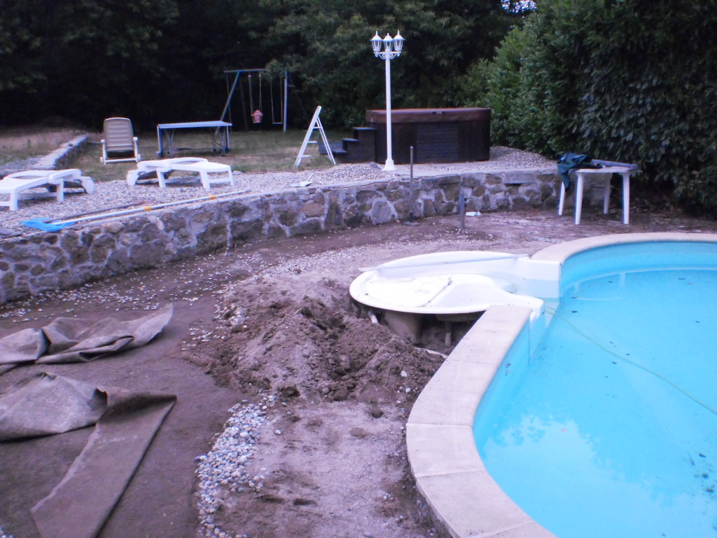 Vorbereitung für die neue Sand-Filteranlage