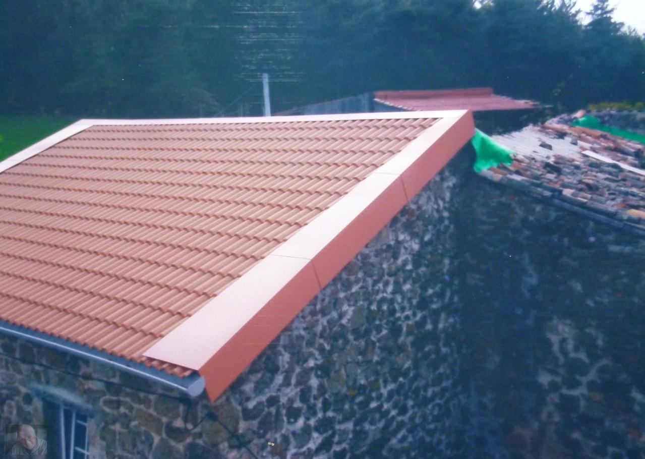 Andere Seite dieses Daches welches 2001 gemacht wurde