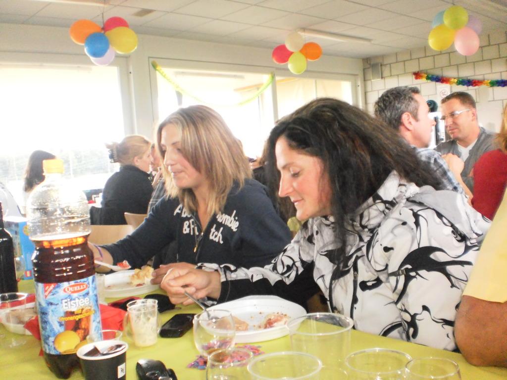 Evelyne und Manu am speisen
