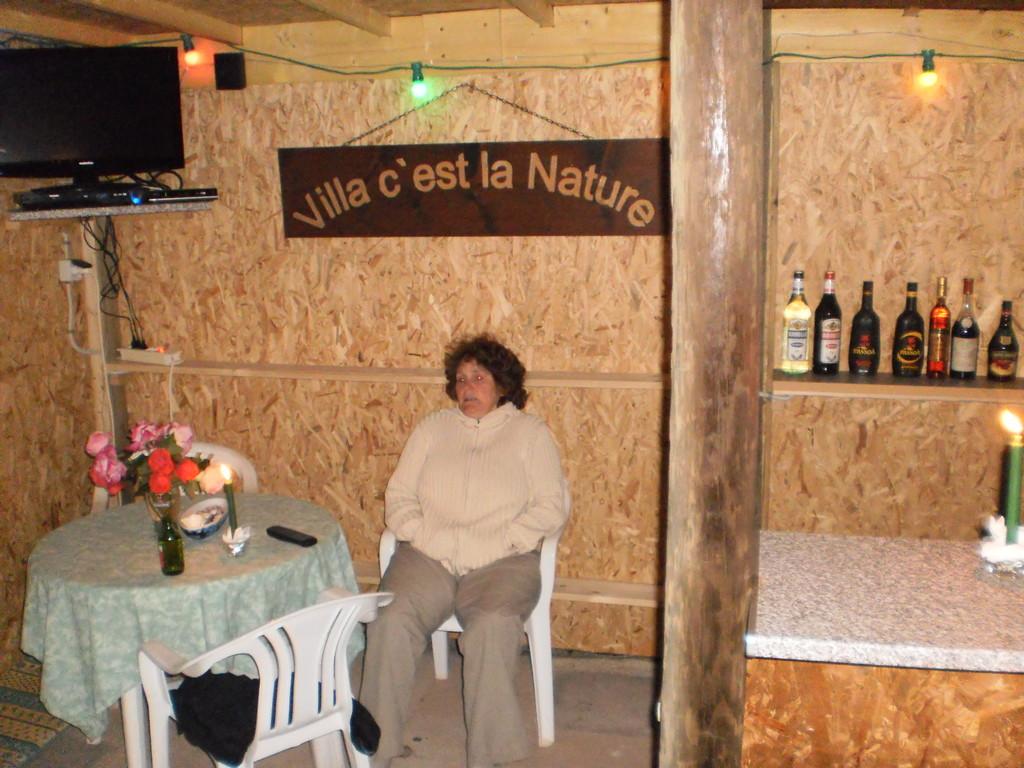 Erschti überhockete i däö c'est la nature Bar
