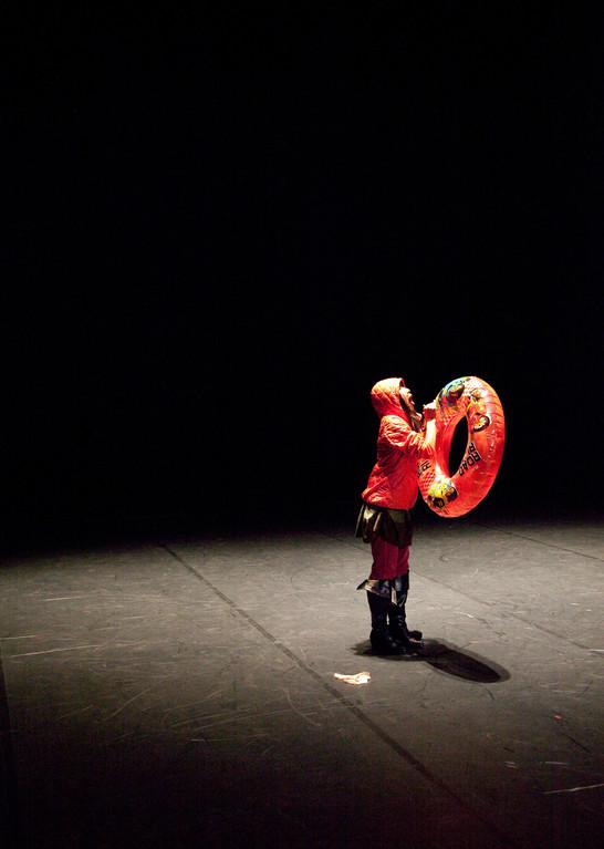 The Returns - by William Forsythe; dancer: Yoko Ando; photo: Dominik Mentzos