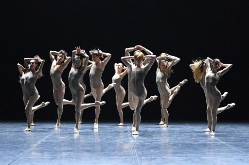 Skinny - by Louis Stiens, Suttgarter Ballett, dancers: ensemble; photo: Stuttgarter Ballett