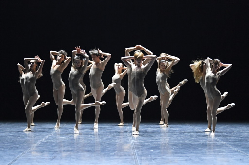 Skinny - by Louis Stiens, Suttgarter Ballett, dancers: ensemble; photo: Stuttgarter Ballett