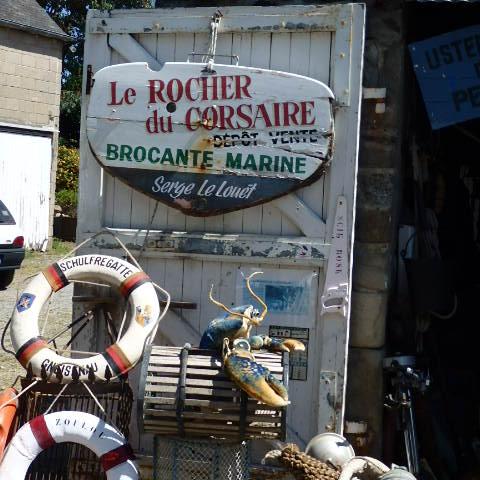 Brocante marine.  Fouillis de pêche, farfouille, bric et broc de plaisance.