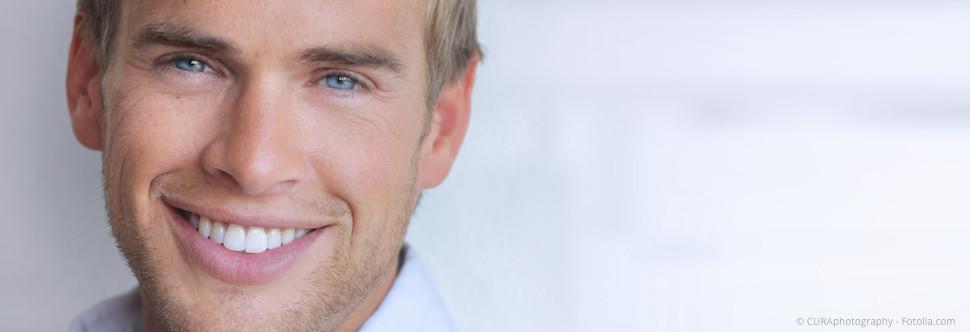 Was ist eine professionelle Zahnreinigung (PZR)? Was wird bei der PZR alles gemacht? (© CURAphotography)