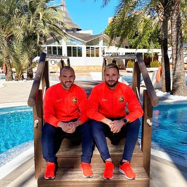 Die Stürmer Erwin Hoffer und Markus Pink geniessen die trainingsfreie Zeit in Spanien