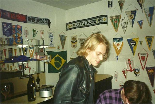 Der Autor Matthias Schwaiger in jungen Jahren im Fanclubraum