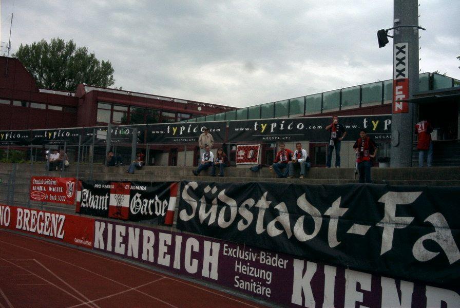 Vor dem Anpfiff im Bregenzer Stadion. Im Ländle waren leider meistens wenige Leute, aber es war immer lustig!