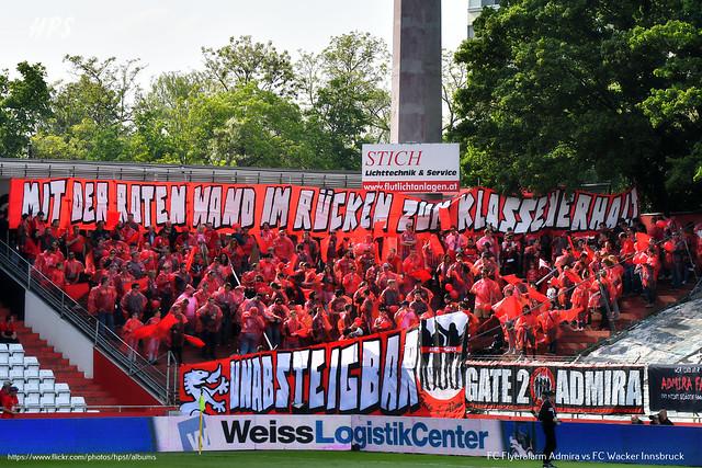 Wieder einmal präsentierte der Fanclub Gate 2 eine tolle Choreogrphie passend zum Red Day der Admira