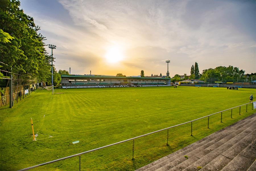 Das Stadion in Mödling welches in den 1920er Jahren erbaut wurde und nach wie vor genutzt wird