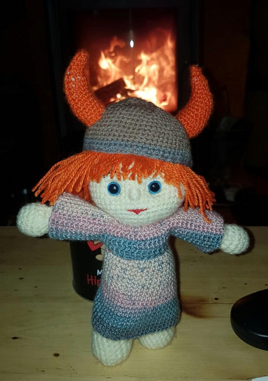 "Vicky Nr. ""Eins"" am Kaminfeuer"