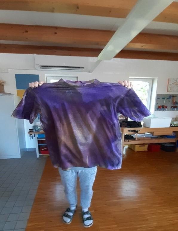 ... mit Farben sich an T-Shirts austoben!