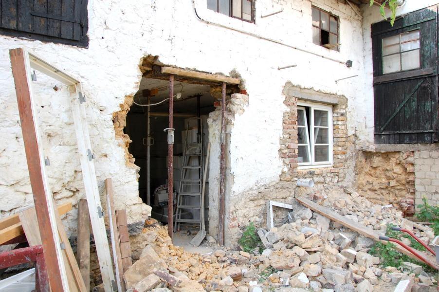 Türdurchbruch und Fenster wurde schon eingesetzt