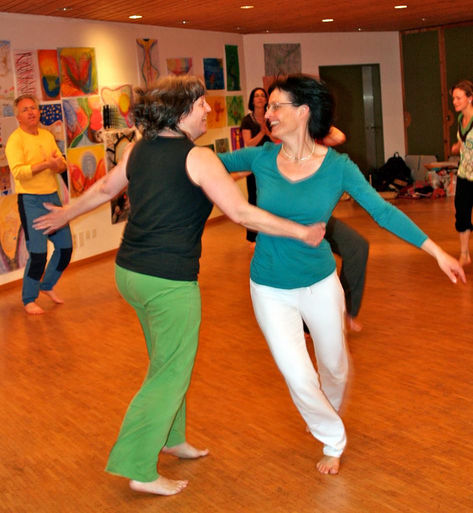 Tanztherapie, Yoga, Meditation, Malen, Ausbildung