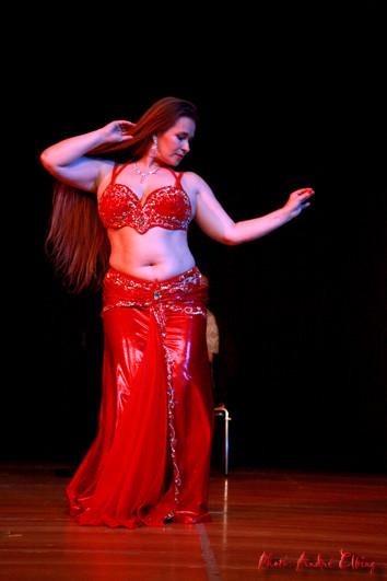 Arabische Tänzerin Vor Der Webcam