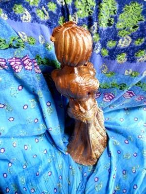 背面 彫塑 立花雪YukiTachibana 炎と楽園のアート 楽々土像