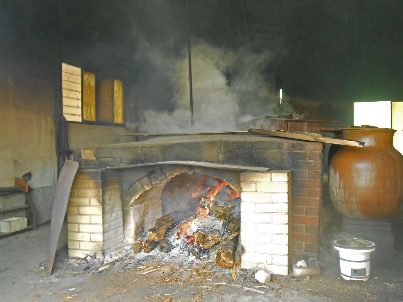 塩工房 つばき窯 天然塩製作