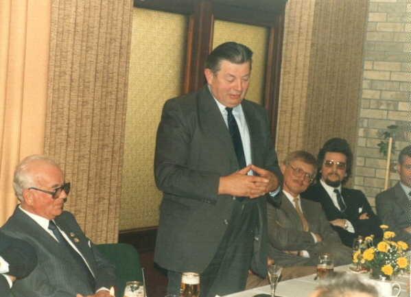 Landrat Heinrich Warnecke überbringt die Grüße des Landkreises