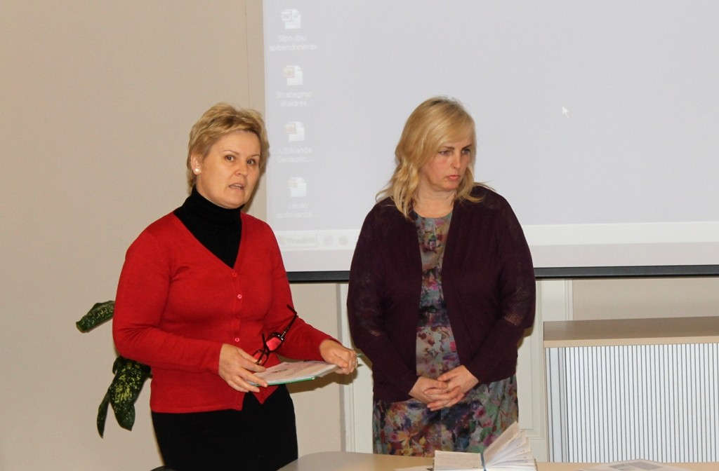 """Jurbarko Naujamiesčio pagr. mokyklos mokytojos Aušra Žižienė ir Eglė Juškaitienė.Projektas """"Tarptautinio bakalaureato kaip visuminio ugdymo modelio perkėlimas ir taikymas Lietuvos švietimo kontekste"""""""