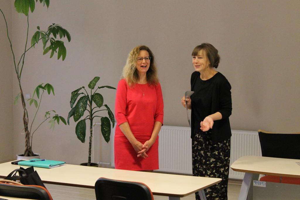 Kuratorė Zita Tytmonienė padėkojo metodinio būrelio pirmininkei Lolitai Žukauskienei už ilgametį itin produktyvų darbą.