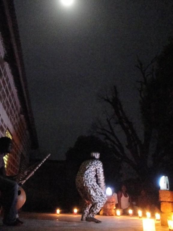 Backary le conteur sous la lune