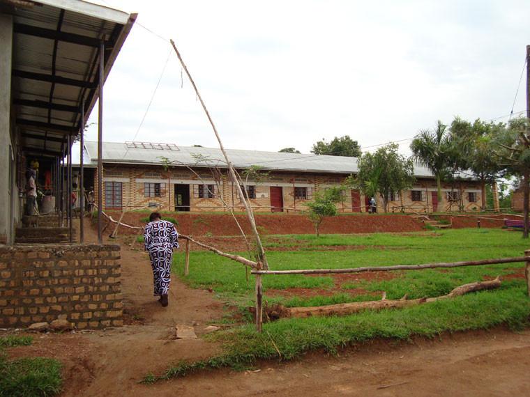 Rechts neben den neuen stehen die alten Klassenräume...