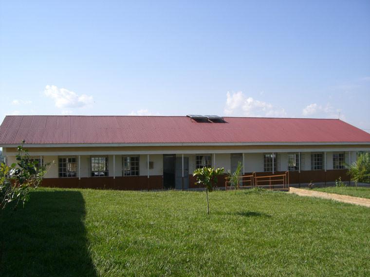 Gleich nach der Ankunft besuchten wir in der Nähe von Kampala die Wasiko Secondary School, ...