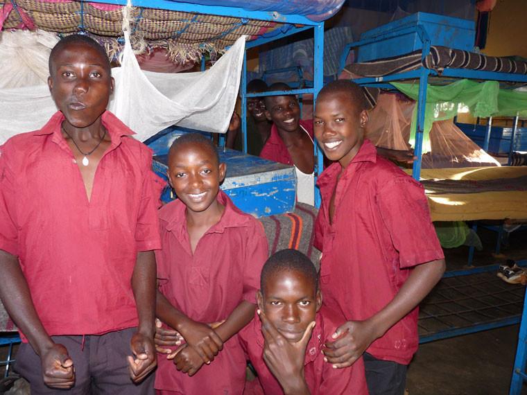 ...denn ohne die tatkräftige Unterstützung von unseren lieben Spendern würden diese Jungs bestimmt nicht so fröhlich in die Kamera gucken.