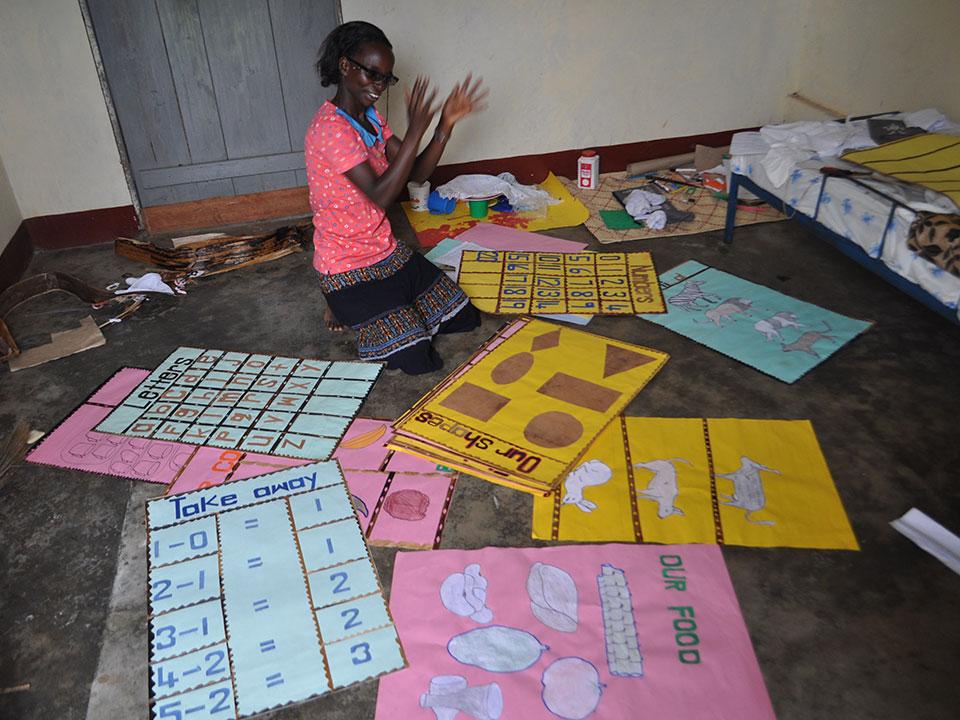 Juliet, unsere ehemalige Schülerin von Bwanda, studiert gerade und möchte später als Erzieherin arbeiten.