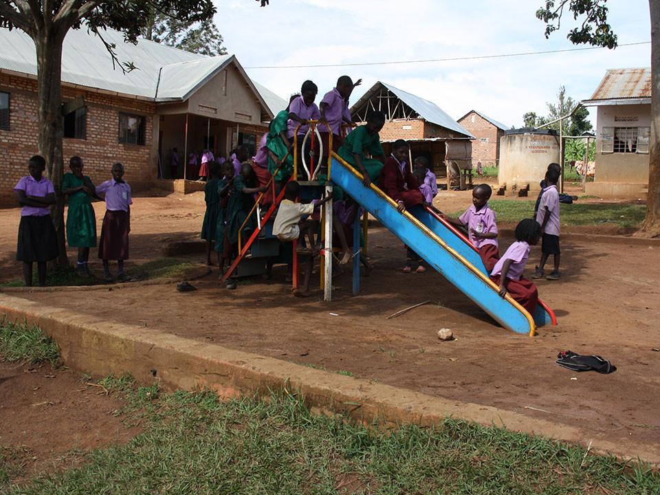 Trotzdem benötigt die Schule wie fast jede Schule in Uganda...