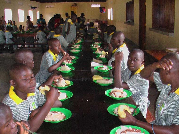 ...serviert wurden, was die Kinder ziemlich glücklich machte.