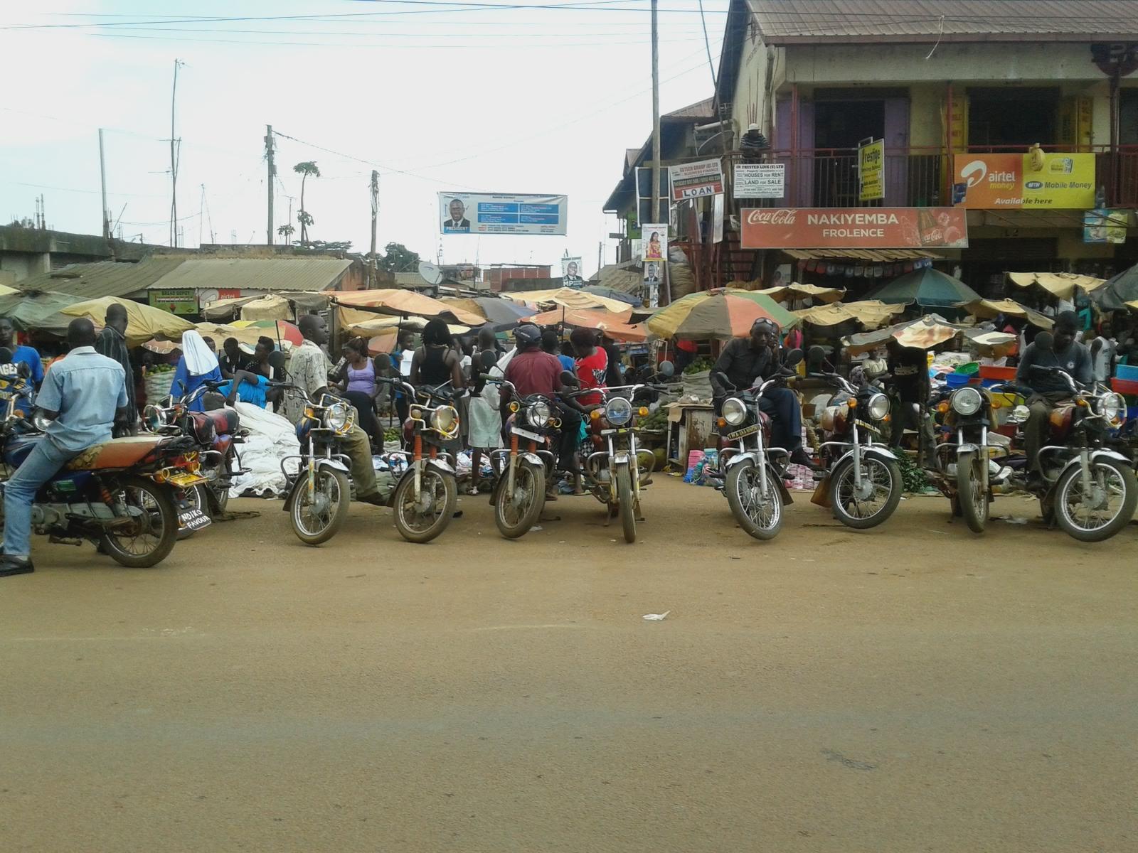 Auf wem Weg nach Bwanda, Masaka; Boda-Fahrer (Motorrad-Taxi-Fahrer)