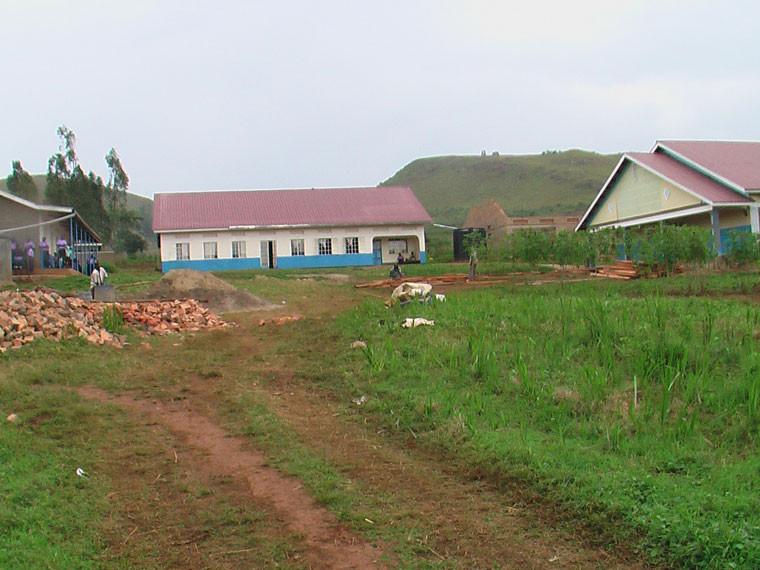 """Als nächstes stand ein Besuch der Schule """"Rwera mixed and the school for the deaf"""" in Ntungamo auf dem Programm, ..."""
