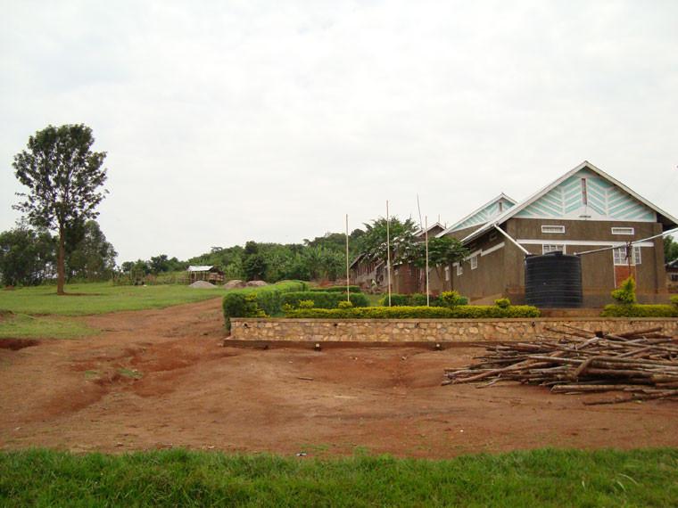 ...und links daneben das Grundstück, wo der Kindergarten gebaut werden soll.