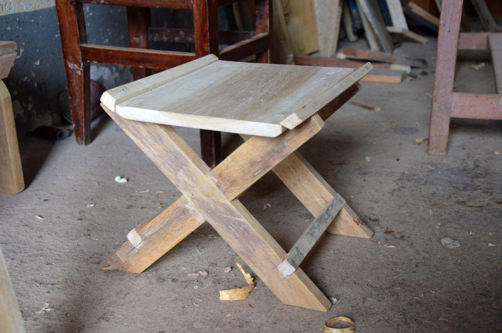 Das ist der erste Hocker, den Micheal zusammen mit dem Lehrer gebaut hat