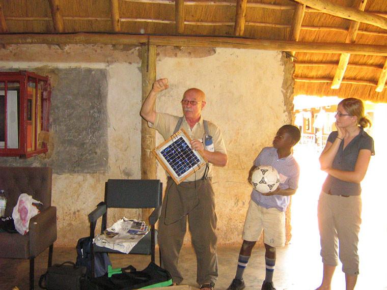 Wir konnten Erfahrungen austauschen und ein paar kleinere Sachspenden wie Fußbälle und eine Solarlampe übergeben, finanzielle Unterstützung ist leider im Bereich des Unmöglichen.