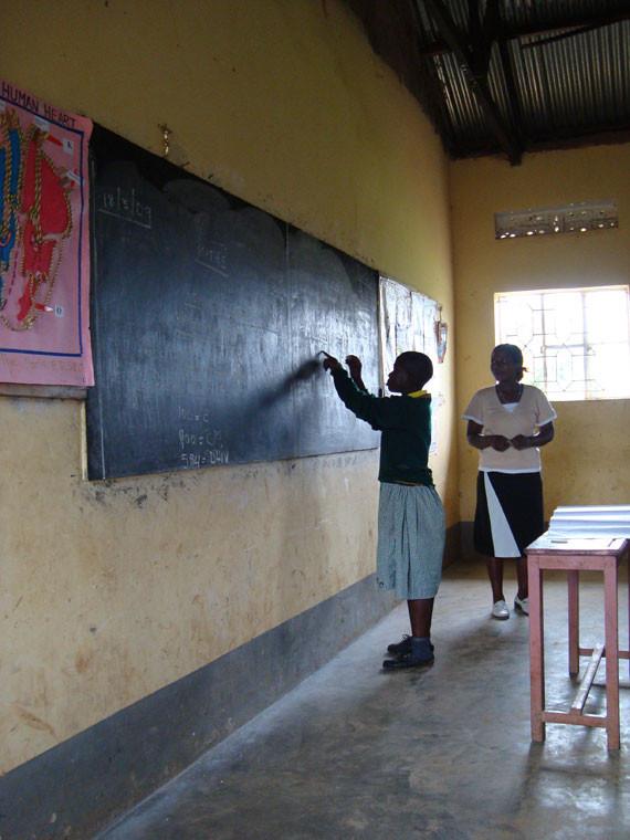 Wir gestatten uns einen Einblick in den Schulalltag in Bwanda/Masaka: ...