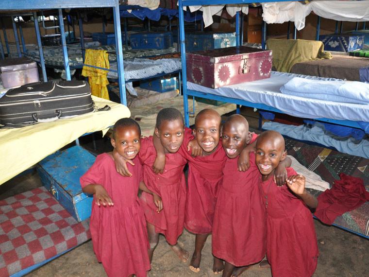 Die Mädchen sind auch nicht weniger glücklich, haben sie ja Dank Ihrer Spende ihren eigenen Schlafsaal.