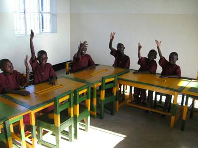 neuer, moderner Klassenraum mit viel Platz