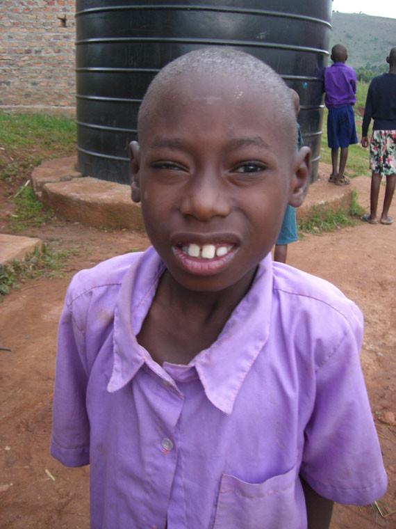 ...auf Solaranlagen, die im sonnigen Uganda von großem Nutzen sind...