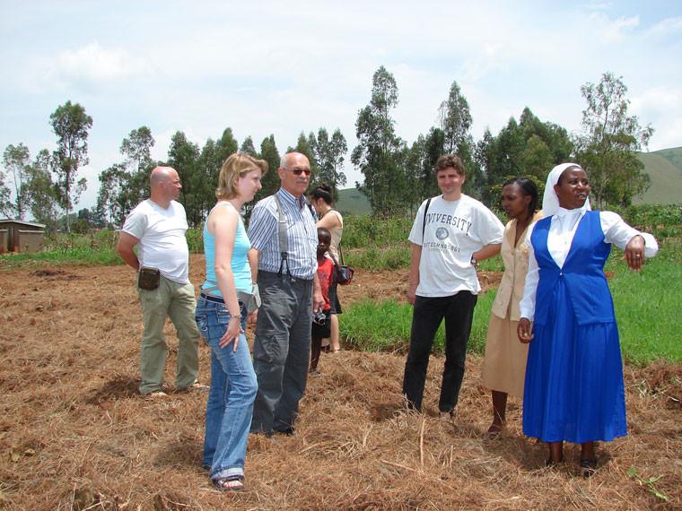 Wir besichtigen nochmal schnell das Gelände, wo der Mädchenschlafsaal gebaut werden soll, ...