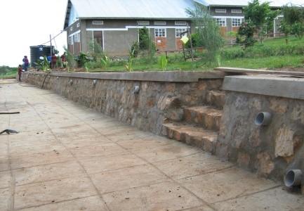 Stützmauer mit Treppe