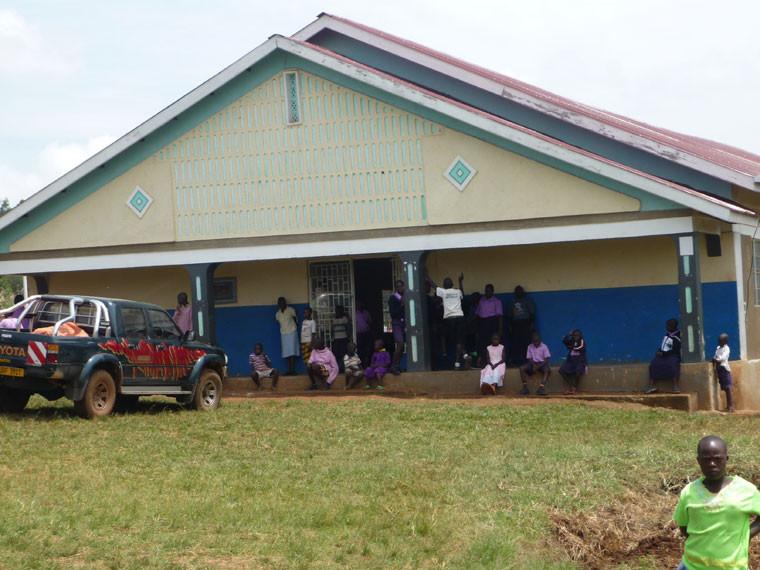 ...in Ntungamo, wo größtenteils Gehörlose zusammen mit...
