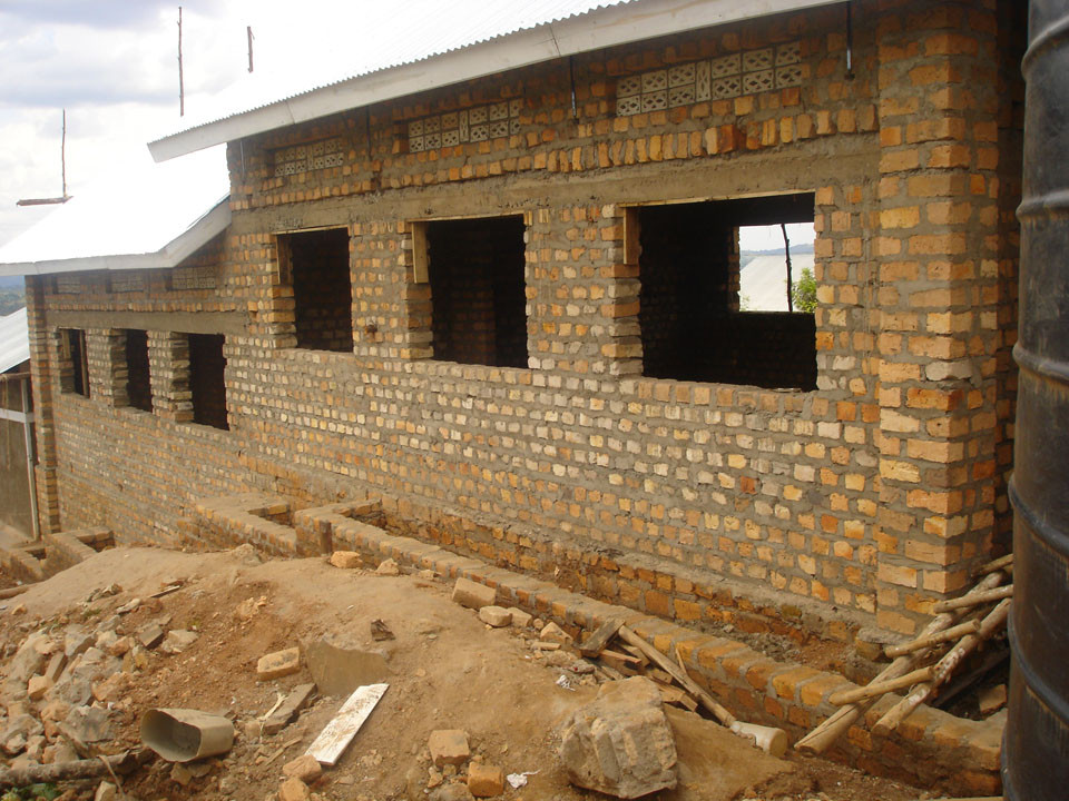 Im Oktober 2009 wurde dann das Dach angelegt, ...